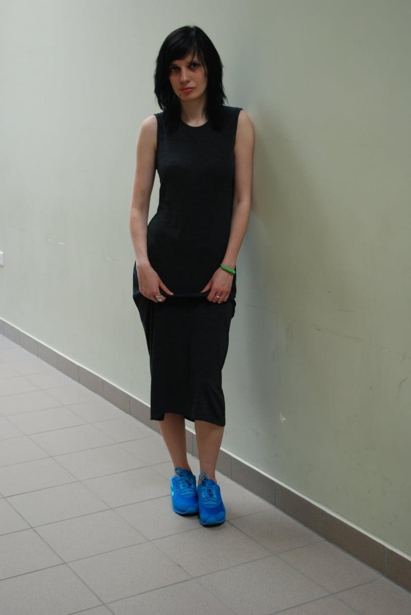 sukienka maxi i adidasy