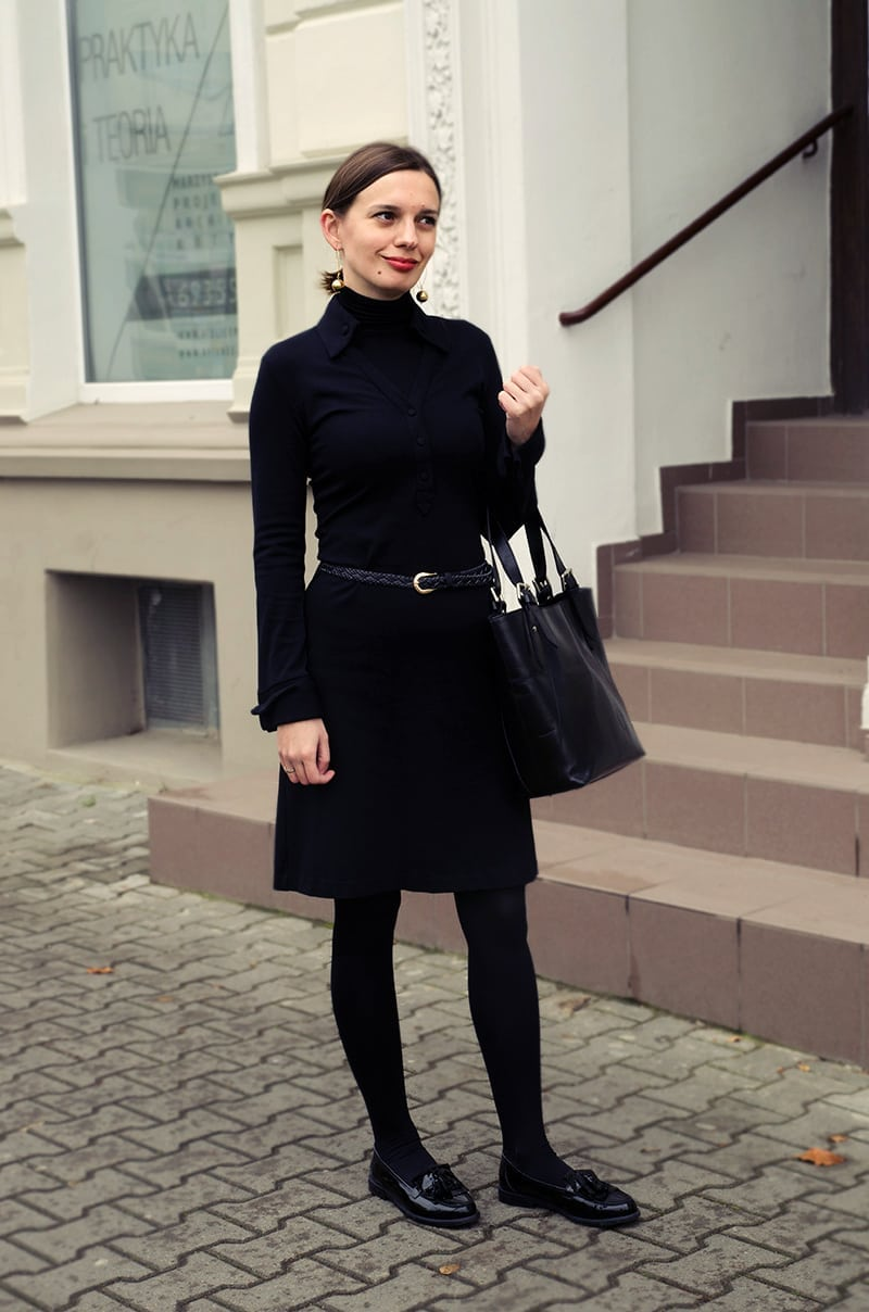 czarna sukienka lata 70-te