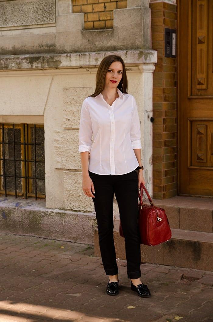czarne spodnie do białej bluzki