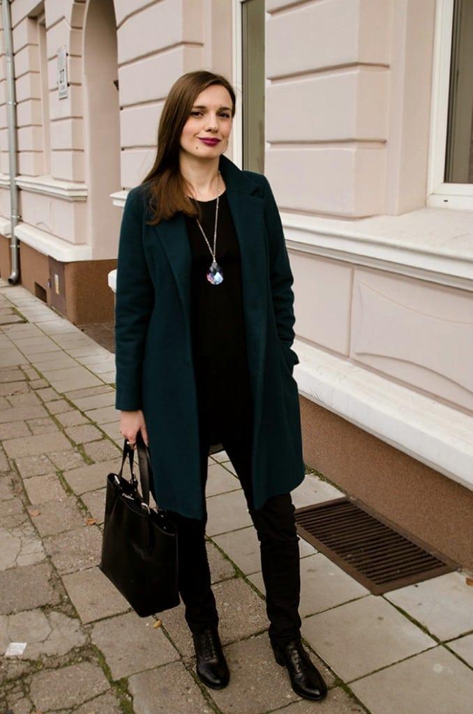 płaszcz w wyraźnym kolorze