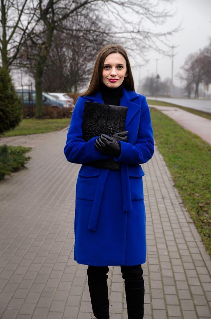niebieski szlafrokowy plaszcz