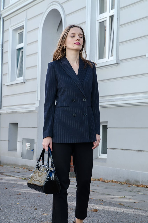 9bcf2e3a6b307 Marynarka H&M Spodnie H&M Kolczyki Kajo Torebka Baron Buty Bayla